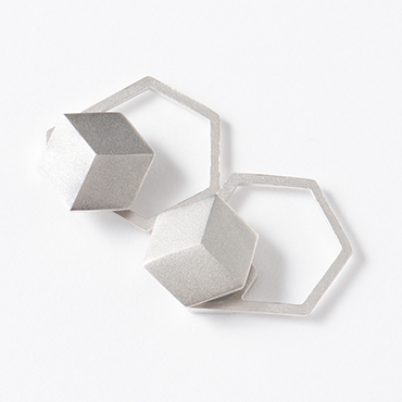 [yu]SV バックデザインマグネットイヤリング ヘキサゴン