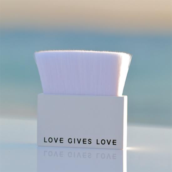 [LOVE GIVES LOVE]ビーガンブラシ
