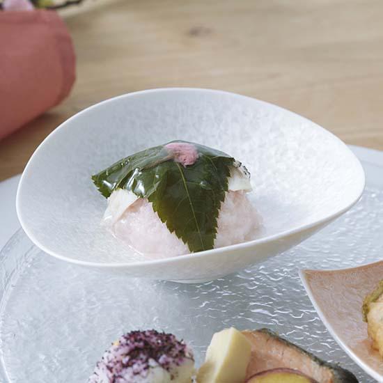 [ALART]咲 たわみ皿 ホワイト