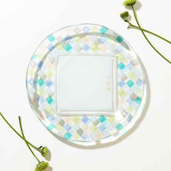 [がらす制作室ヨネザワ]18cm丸皿 花じゅうたん